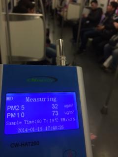 上海地下鉄10号線にて
