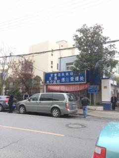 電子警察の違反を認定する交通警察の施設
