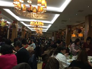 盛大に行う中国式の忘年会