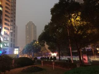 スモッグに霞む上海古北エリア