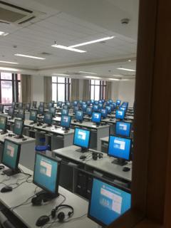 試験会場のパソコン