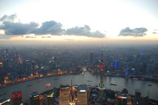 上海も空気が澄めばこの程度の夜景も
