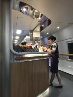 中国の高速鉄道でも食堂車は旅の楽しみの一つ