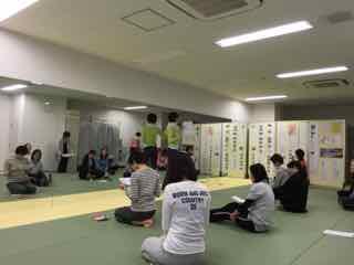 大阪南森町にあるアンシーさんのストレッチヨガスタジオにて