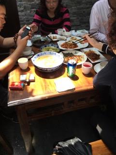 上海人の食卓に欠かせないタバコ