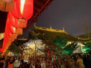 上海竜華寺にて
